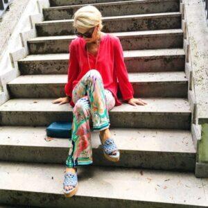 Frühlingsanfang, jetzt muss Farbe her in meinen Outfit. Spätestens im Frühjahr ist Zeit für Farbe in meinen Outfits, ich möchte so den Sommer locken und mir gute Laune bereiten.Und Rot, Orange und Pink steht uns Blondinen sehr gut zu Gesicht, wenn die Rottöne kalt und nicht wurmstichig sind.