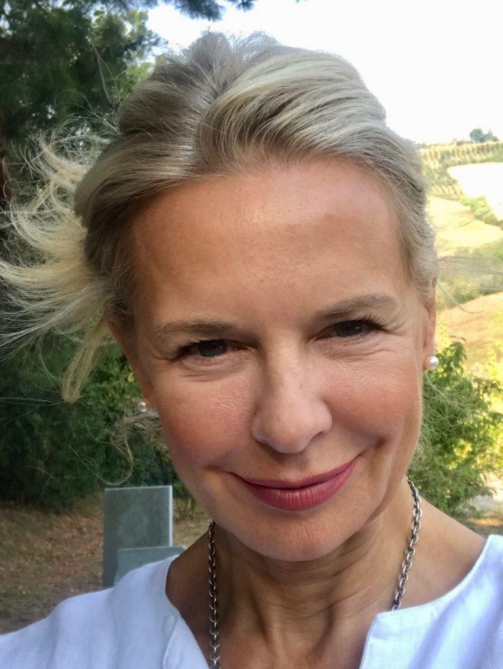 Worauf ich beim Schminken meiner reiferen. Haut besonders achte. Die Beauty Bloggerin Bibi Horst gewährt Einblicke in ihr Schmin Ritual und verrät Tricks und Tipps um jünger und frischer auszusehen.