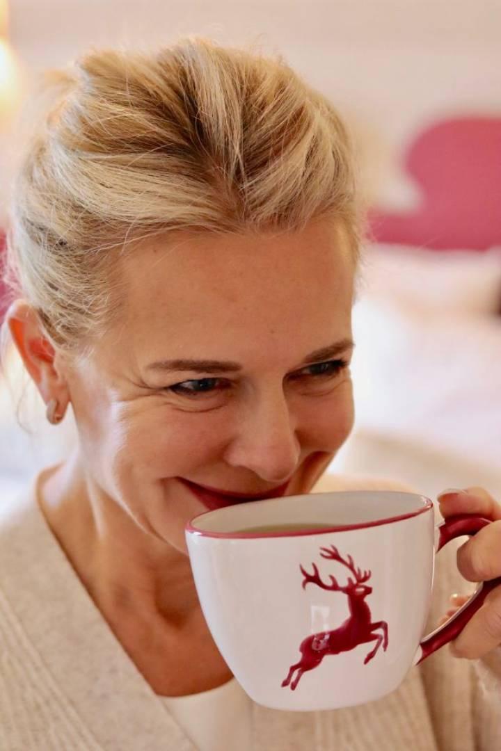 Bibi Horst ist Content Creator und Herausgeber des bekannten Blogs Schokoladenjahre, der Blog für Frauen 45plus, die sich für Styling, Beauty, tolle Hotels und viel Vitality interessieren