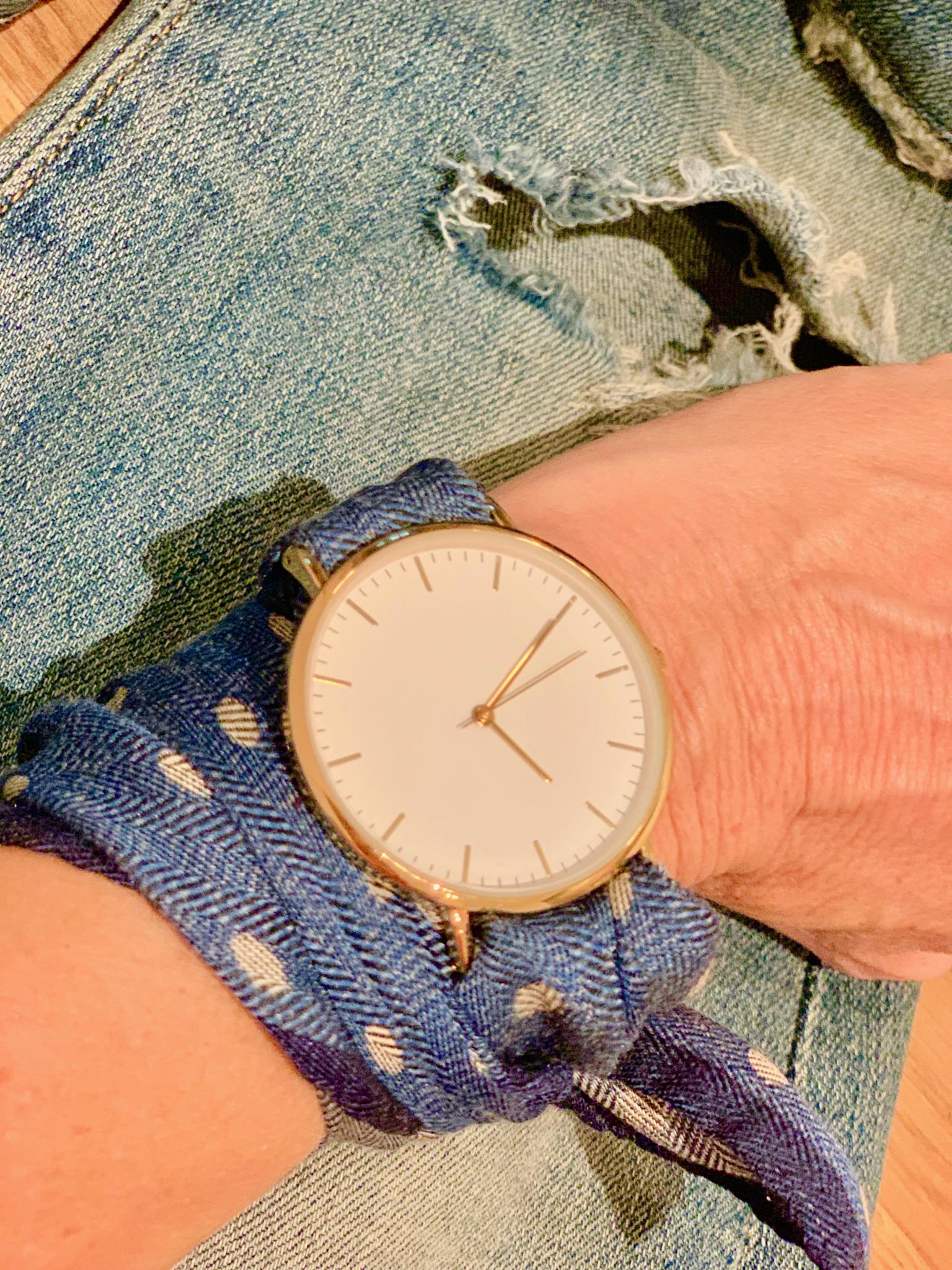 Bibi Horst's Eigenkreation, eine Twilly Uhr, aus Seidentüchern entwirft Bibi Horst eine neue Uhrekreation