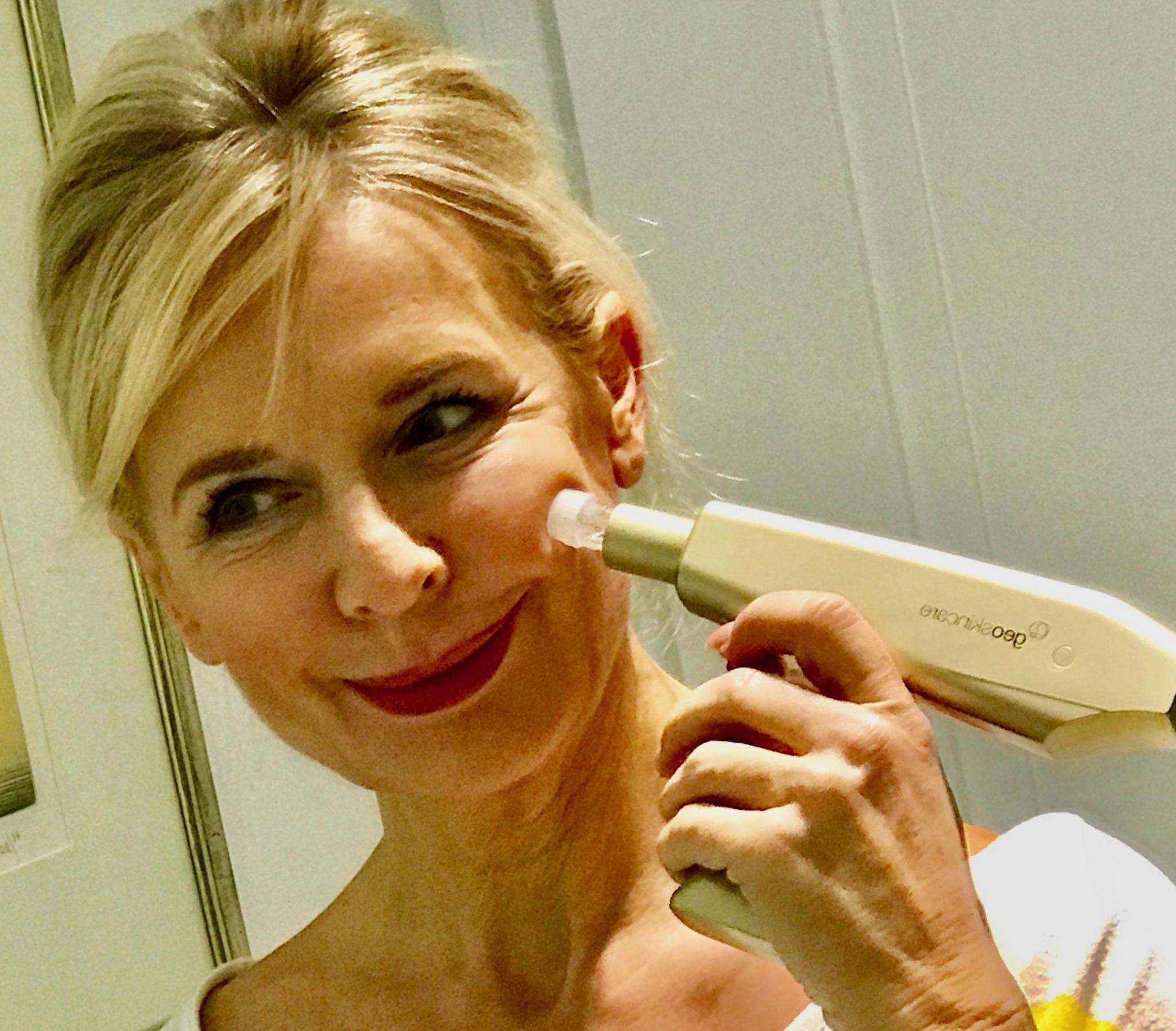 Bibi Horst, die Herausgeberin des Online Magazins Schokoladenjahre 45+ und Stilexpertin in Sachen Mode & Styling und Anti-Aging & Vitality, gibt wervolle Anti-Aging Tipps für Frauen ab 45.